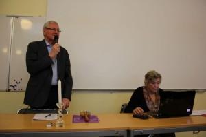 Årsmötets ordförande Erik Nilsson öppnar mötet