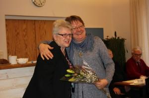 styrelseledamot och medlem i programgruppen Ingrid Holgersson avtackades av May-Lis Rombo145526853458004400 resized